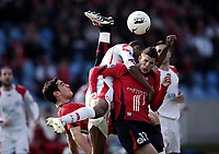 Fotball<br /> Frankrike<br /> Foto: Dppi/Digitalsport<br /> NORWAY ONLY<br /> <br /> FOOTBALL - FRENCH CHAMPIONSHIP 2006/2007 - LEAGUE 1 - LILLE OSC v VALENCIENNES FC - 01/04/2007 - NICOLAS FAUVERGUE (LILLE) / ERIC CHELLE (VAL) / KEVIN MIRALLAS (LILLE)
