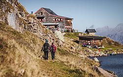 THEMENBILD - Wanderer beim Aufstieg zum Wildsee mit dem Wildseeloderhaus, aufgenommen am 20. Oktober 2018 in Fieberbrunn, Österreich // hiker goe up to the Wildsee with the Wildseeloderhaus, Fieberbrunn, Austria on 2018/10/20. EXPA Pictures © 2018, PhotoCredit: EXPA/ JFK