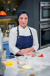A Chef chileno-brasileira, Cris Gutierrez é especialista em Fermentação Natural Sem Glúten e Confeitaria Saudável. Iniciou a carreira como jornalista, mas a preocupação com a saúde e a intolerância ao glúten a fez estudar para, então, mudar de ramo e de vida. FOTO: Jefferson Bernardes/ Agência Preview