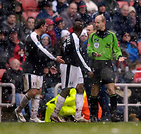 Photo: Jed Wee.<br />Sunderland v Fulham. The Barclays Premiership. 08/04/2006.<br />Referee Mike Riley (R) discusses the possibility of abandoning the match with Fulham captain Luis Boa Morte.