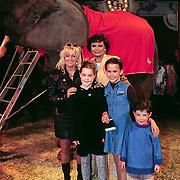 Galapremiere Circus Royale in Nijmegen, Corry Konings en kidenren met Donna Lynton