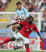 Fotball, 21. juni 2005, Confederations Cup 2005 Argentina - Tyskland,<br /> v.l. Walter SAMUEL, Gerald ASAMOAH Deutschland<br /> Norway only
