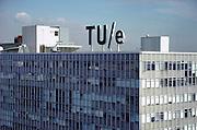 Nederland, Eindhoven, 8-10-2004..Hoofd gebouw van de technische universiteit, tu, t.u. TU/e. wetenschappelijk onderwijs, techniek, onderzoek, uitvindingen, beta studies, exacte vakken. Logo...Foto: Flip Franssen/Hollandse Hoogte