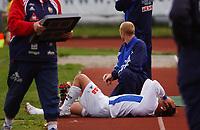 Håvard Kleppe, Pors, nede for telling med skade. <br /> <br /> Fotball: Sandefjord - Pors 2-0. 1. divisjon 2004. 27. juni 2004. (Foto: Peter Tubaas/Digitalsport)