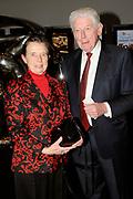 Liesbeth Listheeft in het DeLaMar Theater de Radio 5 Nostalgia Oeuvreprijs voor haar carriere van meer dan 40 jaar ontvangen.Liesbeth gaf nog een laatste concert voor Radio 5 en een select publiek sinds  haar afscheidstournee van afgelopen januari.<br /> <br /> Op de foto:  Wim Kok en partner Rita Kok