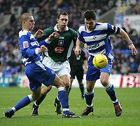 Fotball<br /> England 2004/2005<br /> Foto: SBI/Digitalsport<br /> NORWAY ONLY<br /> <br /> Reading V Plymouth Argyle<br /> The Coca_Cola Championship.<br /> Madejski Stadium<br /> 05/02/2005<br /> <br /> Plymouth's Scott Taylor is sandwiched between Reading's Ivar Ingimarsson and Graeme Murty