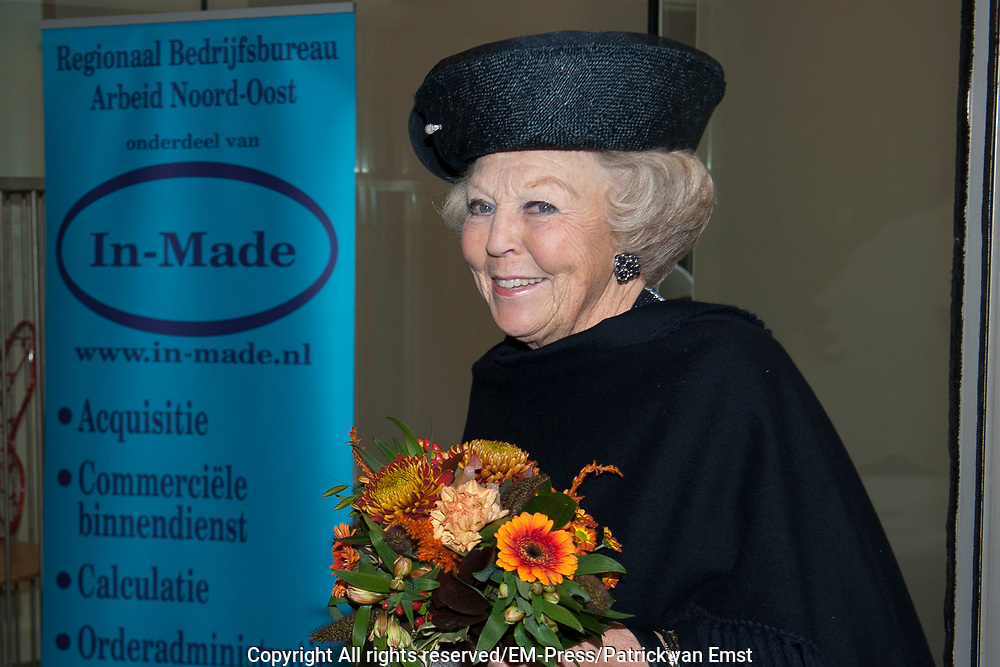 Prinses Beatrix bij viering 200 jaar Commissie van Toezicht op gevangeniswezen in Vergadercentrum Regardz Eenhoorn Amersfoort.<br /> <br /> Princess Beatrix at celebration 200 years Supervisory Committee on Prisons in Conference center Regardz Unicorn Amersfoort.<br /> <br /> Op de foto / On the photo: <br /> <br />  Aankomst prinses Beatrix / arrival Princes Beatrix