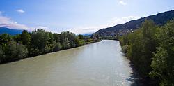 THEMENBILD - der Fluss Inn im Inntal an einem sonnigen Frühlingstag, aufgenommen am 25. Mai 2016, Innsbruck, Österreich // the River Inn on a sunny spring day in Innsbruck, Austria on 2016/05/25. EXPA Pictures © 2016, PhotoCredit: EXPA/ Jakob Gruber