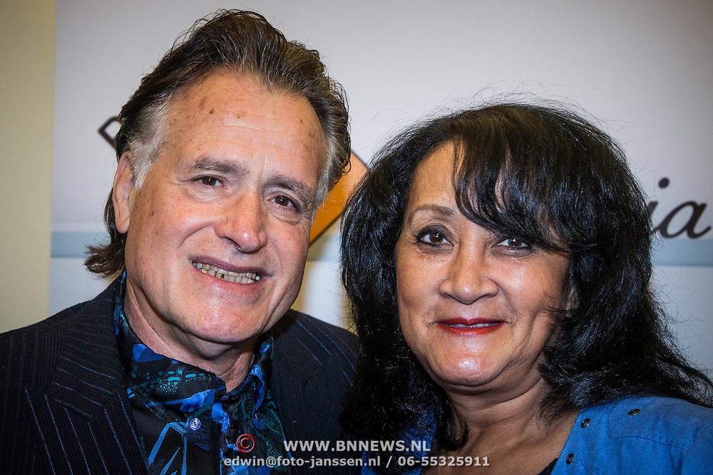 NLD/Laren/20140512 - Anita Meijer ontvangt de Radio 5 Nostalgia Ouevreprijs , George Baker en partner Blanche