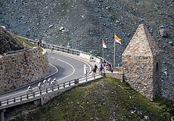 THEMENBILD - Großglockner Hochalpenstraße, Fuscher Törl. Sie verbindet die beiden Bundesländer Salzburg und Kärnten mit einer Länge von 48 Kilometern und ist als Erlebnisstraße von großer touristischer Bedeutung, aufgenommen am 1. August 2015, Heiligenblut, Österreich // Fuscher Törl, The Großglockner High Alpine Road connects the two provinces of Salzburg and Carinthia with a length of 48 km and is as an adventure road priority of tourist interest at Heiligenblut, Austria on 2015/08/01. EXPA Pictures © 2015, PhotoCredit: EXPA/ Martin Huber