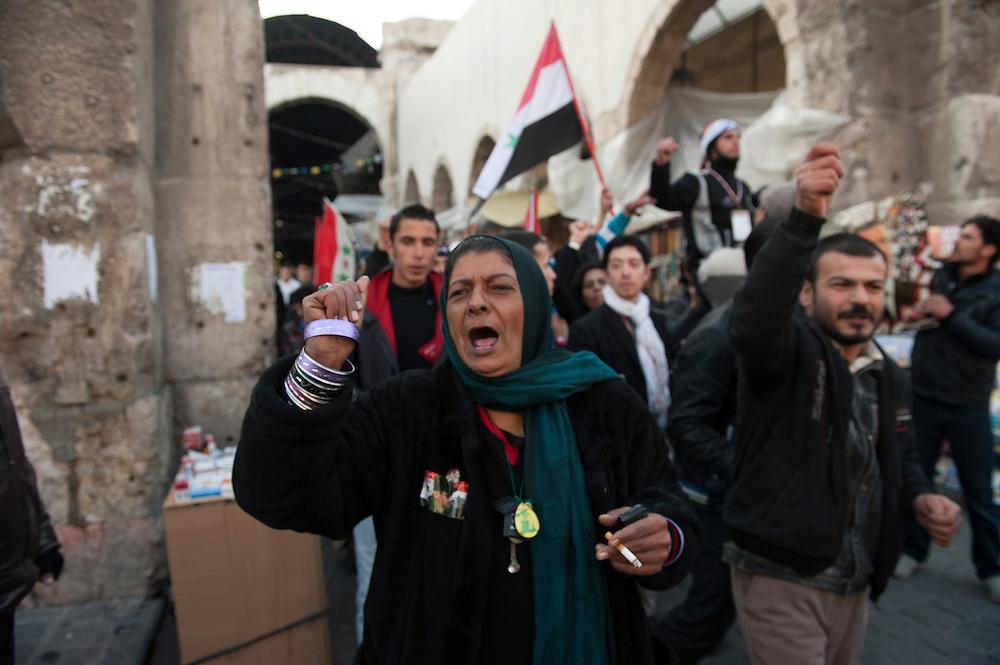 January 10, 2012, Damascus, Syria. Demonstrators in favor of Bachar el-Assad in the old city of Damascus during the civil war. <br /> <br /> 10 janvier 2012, Damas, Syrie. Manifestants en faveur de Bachar el-Assad dans la vieille ville de Damas pendant la guerre civile.