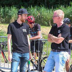 BIDDINGHUIZEN (NED) WIELRENNEN<br />Zuiderzeeronde eerste wedstrijd Nederlandse Loterij  Clubcompetitie 2021<br />Jasper Hamelink van renner naar koersdirecteur in gesprek met organisator Frans van Varik