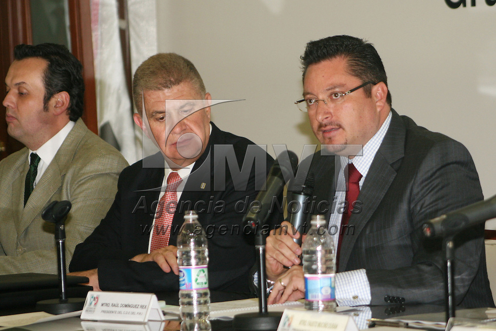 Toluca, Mex.- José Sergio Manzur Quiroga, tomo protesta como  Coordinador  Parlamentario del PRI Estado de México , de los Diputados Federales de la LXII Legislatura. Agencia MVT / José Hernández.