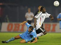 Fotball<br /> EM-kvalifisering<br /> San Marino v Tyskalnd<br /> 06.09.2006<br /> Foto: Witters/Digitalsport<br /> NORWAY ONLY<br /> <br /> v.l. Simone Bacciocchi, Gerald Asamoah Deutschland<br /> EM-Qualifikation Laenderspiel  San Marino - Deutschland 0:13