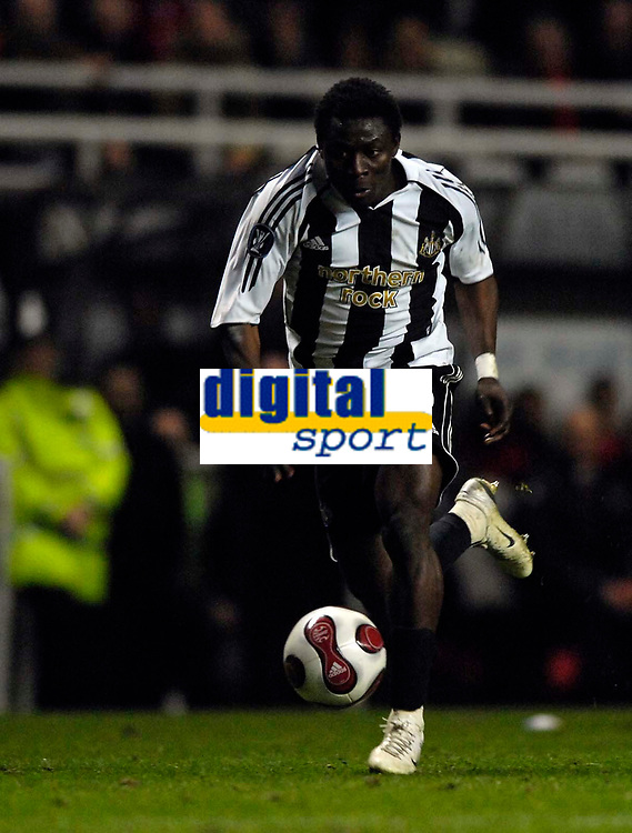 Photo: Jed Wee/Sportsbeat Images.<br /> Newcastle United v AZ Alkmaar. UEFA Cup. 08/03/2007.<br /> <br /> Newcastle's Obafemi Martins turns in an eye-catching display.