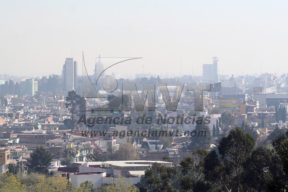 Toluca, Mex.- Después de que las actividades cotidianas se restablecieron en la ciudad y el tránsito ha regresado a su nivel normal, la ciudad de Toluca se puede observar con una capa de contaminación pesada en la zona centro. Agencia MVT / Crisanta Espinosa. (DIGITAL)<br /> <br /> NO ARCHIVAR - NO ARCHIVE