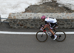 23.05.2017, Bormio, ITA, Giro d Italia 2017, 16. Etappe, Rovetta nach Bormio, im Bild Tom Dumoulin (NED, Team Sunweb) // Tom Dumoulin (NED, Team Sunweb) during the 16th stage of the 100th Giro d' Italia cycling race from Rovetta to Bormio, in Bormio Italy on 2017/05/23. EXPA Pictures © 2017, PhotoCredit: EXPA/ R. Eisenbauer