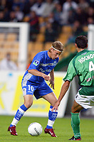 Fotball<br /> Frankrike 2004/05<br /> St. Etienne v Auxerre<br /> 22. september 2004<br /> Foto: Digitalsport<br /> NORWAY ONLY<br /> TEEMU TAINIO (AUX) / VINCENT HOGNON (ST-E)