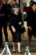 Nationale Herdenking voor de slachtoffers van vlucht MH17 in de RAI , Amsterdam.Vertrek van de gasten na afloop van de bijeenkomst<br /> <br /> National Memorial for the victims of flight MH17 in the RAI, Amsterdam.VThe guests leave after the meeting<br /> <br /> Op de foto / On the photo: <br /> <br />  Prinses Beatrix / Princess Beatrix