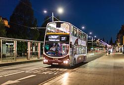 THEMENBILD - ein Bus hält an einer Haltestelle, Edinburgh, Schottland, aufgenommen am 14. Juni 2015 // a bus stops at a bus stop, Edinburgh, Scotland on 2015/06/14. EXPA Pictures © 2015, PhotoCredit: EXPA/ JFK