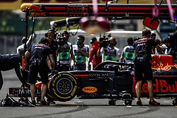 April 27, 2018 - Baku, Azerbaijan - RICCIARDO Daniel (aus), Aston Martin Red Bull Tag Heuer RB14, pitlane during the 2018 Formula One World Championship, Grand Prix of Europe in Azerbaijan from April 26 to 29 in Baku - Photo  /  Motorsports: World Championship; 2018; Grand Prix Azerbaijan, Grand Prix of Europe, Formula 1 2018 Azerbaijan Grand Prix, (Credit Image: © Hoch Zwei via ZUMA Wire)