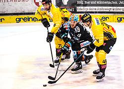 01.11.2019, Keine Sorgen Eisarena, Linz, AUT, EBEL, EHC Liwest Black Wings Linz vs Vienna Capitals, 5. Runde, im Bild v.l. Lucas Matthias Birnbaum (spusu Vienna Capitals), Justin Florek (EHC Liwest Black Wings Linz), Mike Zalevski (spusu Vienna Capitals) // during the Erste Bank Eishockey League 5th round match between EHC Liwest Black Wings Linz and Vienna Capitals at the Keine Sorgen Eisarena in Linz, Austria on 2019/11/01. EXPA Pictures © 2019, PhotoCredit: EXPA/ Reinhard Eisenbauer