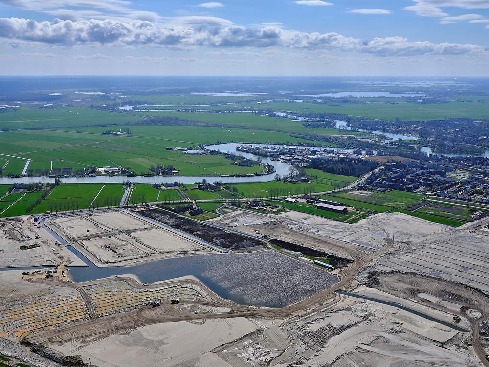Nederland, Noord-Holland, Weesp; 16-04-2021; Bloemendalerpolder, veenweidegebied. Oorsponkelijk landbouwgebied, huidige bestemming woningbouw en natuurontwikkeling.<br /> Bloemendalerpolder, peat meadow area. Original agricultural area, current destination for housing and nature development.<br /> <br /> luchtfoto (toeslag op standard tarieven);<br /> aerial photo (additional fee required)<br /> copyright © 2021 foto/photo Siebe Swart