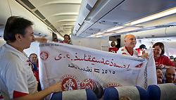 Torcedores do S.C. Internacional durante batucada dentro do aviao. O S.C. Internacional participa de 8 a 18 de dezembro do Mundial de Clubes da FIFA, em Abu Dhabi. FOTO: Jefferson Bernardes/Preview.com