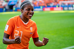 20-06-2019 FRA: Netherlands - Canada, Reims<br /> FIFA Women's World Cup France group C match between Netherlands and Canada at Stade Auguste Delaune / Lineth Beerensteyn #21 of the Netherlands scores the 2-1 and celebrate