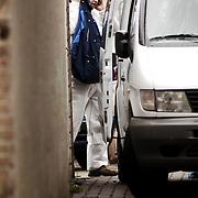Schietpartij Hilvertsweg 17 Hilversum, KLPD politieagent Frans Nijhoff pleegt zelfmoord na doodschieten vrouw en kinderen.technische recherche, rechercheur, drama, bellen, overleg, mobiele telefoon