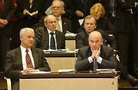 22 MAR 2002, BERLIN/GERMANY:<br /> Manfred Stolpe, SPD, Ministerpraesident Brandenburg, und Joerg Schoenbohm, CDU, Innenminister Brandenburg, unmittelbar nach der Abstimmung zum Zuwanderungsgesetz, Plenum, Bundesrat<br /> IMAGE: 20020322-01-015<br /> KEYWORDS: Jörg Schönbohm