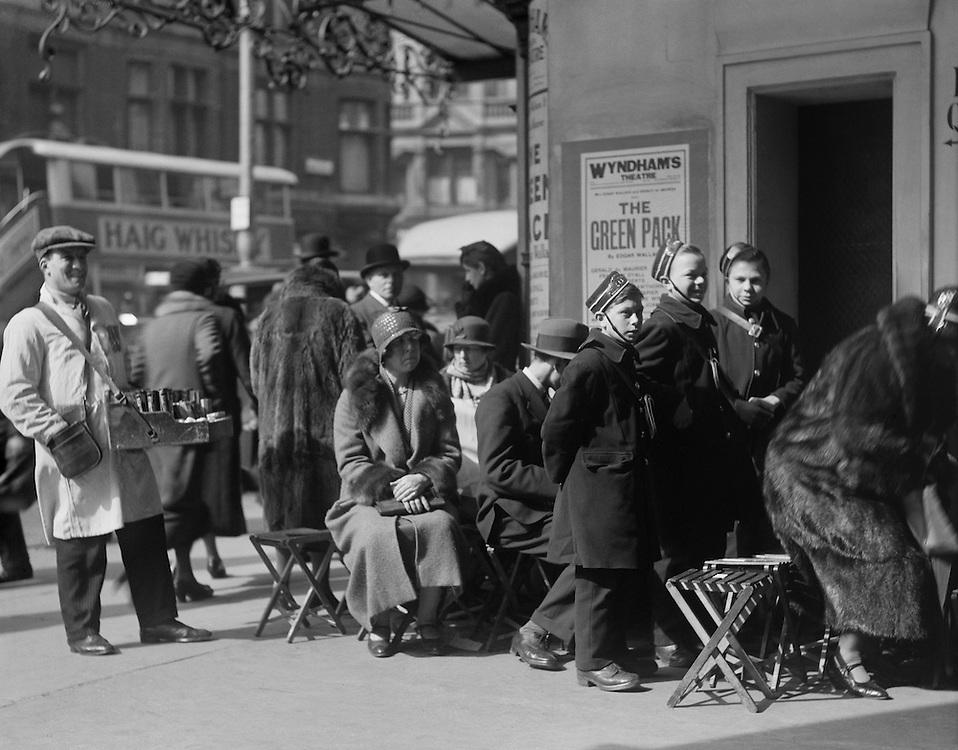 Messenger Boys, Theater Queue, London, England, 1933