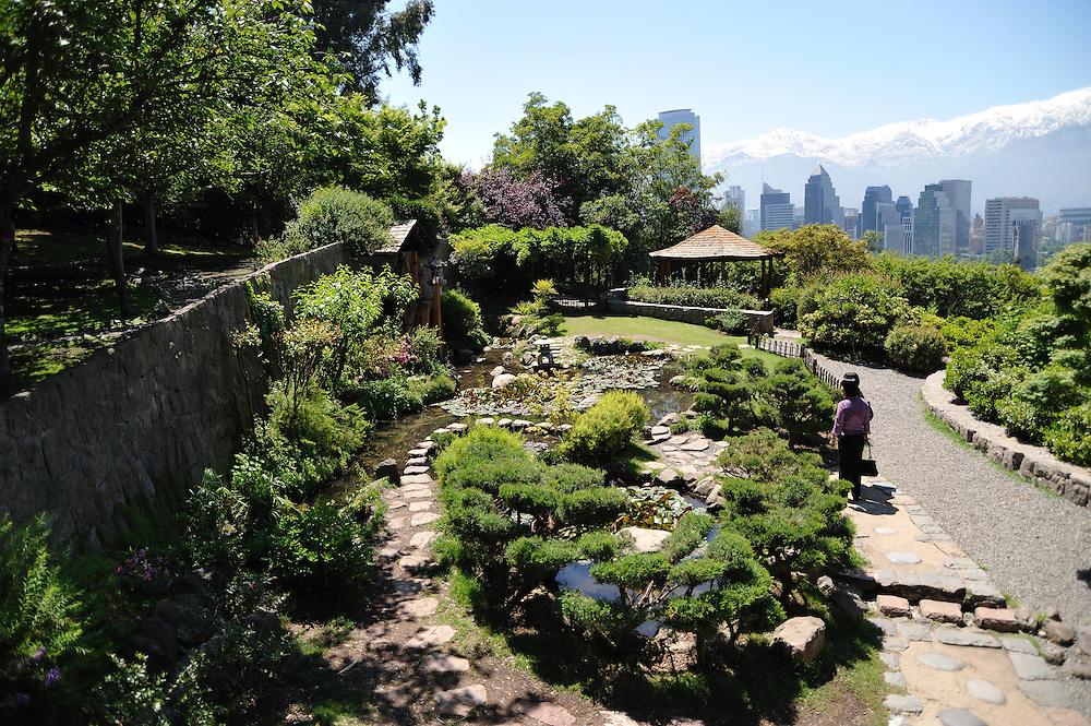 Jardín japonés / Cerro San Cristóbal / Santiago de Chile.<br /> <br /> Edición de 3 | Víctor Santamaría.
