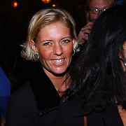 Uitreiking populariteitsprijs 2004, huishoudster Jacqueline Patty Brard