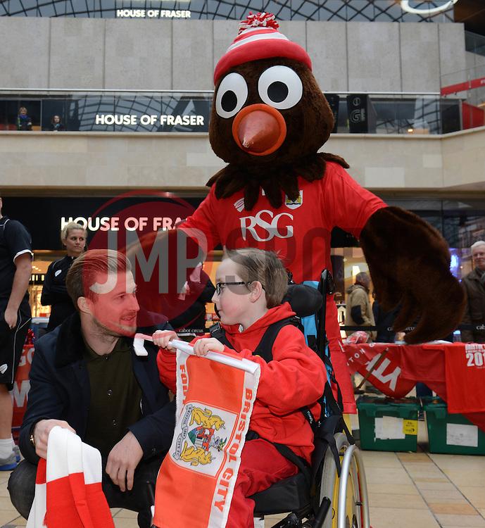 Bristol City's Wade Elliott speaks with Oskar  - Photo mandatory by-line: Dougie Allward/JMP - Mobile: 07966 386802 - 11/03/2015 - SPORT - Football - Bristol - Cabot Circus Shopping Centre - Johnstone's Paint Trophy