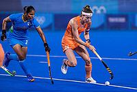 TOKIO - Eva de Goede (C) (NED) met Gurjit Kaur (IND)  tijdens de wedstrijd dames , Nederland-India (5-1) tijdens de Olympische Spelen   .   COPYRIGHT KOEN SUYK