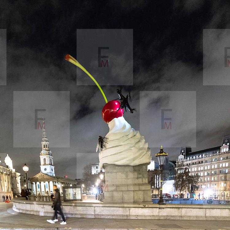 """""""The End"""" la scultura di @HeatherPhillipson sul famoso """"Quarto Piedestallo"""" in Trafalgar Square, un'imponente panna montata sormontata da una ciliegia e la presenza di una mosca e un drone a completare l'opera alta 9m.<br /> .<br /> """"The End"""" the @HeatherPhillipson installation on the famous """"Fourth Plinth"""" in Trafalgar Square, massive whipping cream with a cherry on top and with a fly and drone to complete the sculpture tall 9m (30Feet)."""