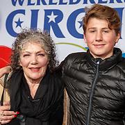NLD/Amsterdam/20171221 - Premiere 33e Wereldkerstcircus, Willeke van Ammelrooy en kleinzoon