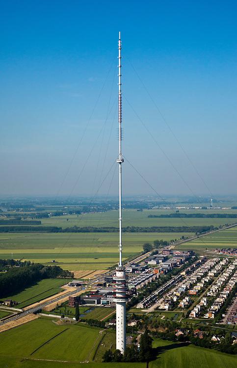 Nederland, Utrecht, IJsselstein, 23-06-2010; Gerbrandytoren, Radio- TV toren (ten onrechte als Lopik aangeduid). De zendmast is in beheer bij NOVEC (Nederlandse Opstelpunten voor Ethercommunicatie), dochteronderneming van TenneT. Aan de voet van de toren nieuwbouwwijken van IJsselstein. Gerbrandy Tower, Radio-TV Tower (wrongly identified as Lopik).luchtfoto (toeslag), aerial photo (additional fee required).foto/photo Siebe Swart