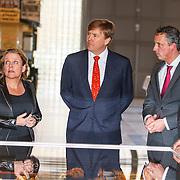 NLD/Den Haag/20150316 - Koning Willem - Alexander onthult gerestaureerde glazen koets<br /> <br /> King Willem-Alexander unveils restored glass carriage<br /> <br /> Op de foto: