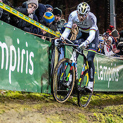 2019-12-29: Cycling: Superprestige: Diegem: Mathieu van der Poel masters the offcamber section