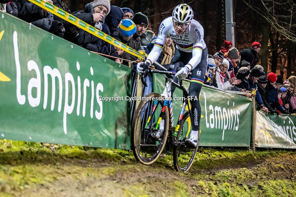 2019-12-29: Cycling: Superprestige: Diegem: Mathieu van der Poel masters the offcamber section