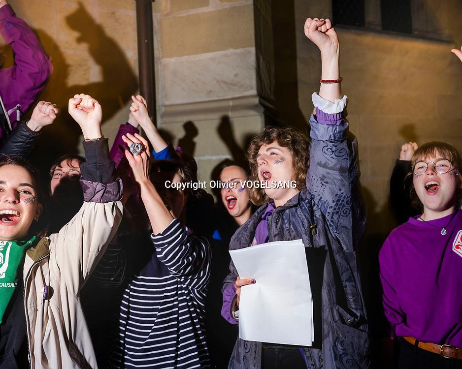Lausanne, 14 juin 2020. 1 an après le 14 juin 2019 et la grève des femmes. Anniversaire et revendications tn'ont pas changé. Lancement de la journée du 14 juin à minuit sur la place Saint-François. © Olivier Vogelsang