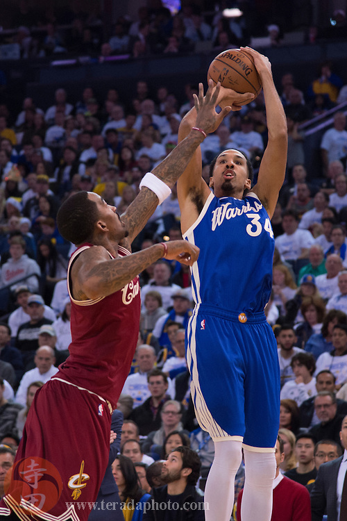 December 25, 2015; Oakland, CA, USA; Golden State Warriors guard Shaun Livingston (34) shoots the basketball against Cleveland Cavaliers guard J.R. Smith (5) in the fourth quarter of a NBA basketball game on Christmas at Oracle Arena. The Warriors defeated the Cavaliers 89-83.