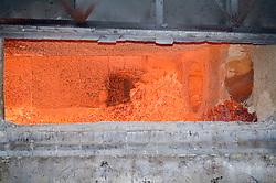 Forno de fundicao em uma fabrica de reciclagem de aluminio / melting oven at a aluminium recycling facturing