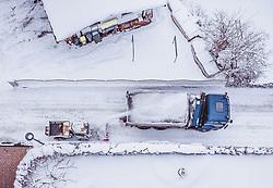 THEMENBILD - eine Schneefrässe wirft Schnee auf die Ladefläche eines LKW , aufgenommen am 28. Januar 2019 in Kaprun, Oesterreich // a snow thrower throws snow on the loading area of a truck in Kaprun, Austria on 2019/01/28. EXPA Pictures © 2019, PhotoCredit: EXPA/ JFK