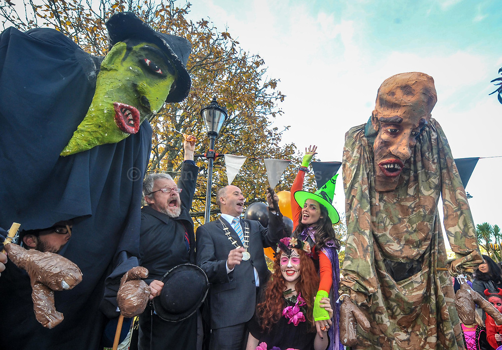 REPRO FREE<br /> Pictured at the 10th Anniversary Kinsale Halloween Parade are David Peare; Deputy County Mayor Alan Coleman; organiser Rosita Kingston and Ruby Rose Parker cutting the ribbon at the start of the parade.<br /> Picture. John Allen