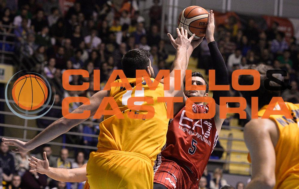 DESCRIZIONE : Torino Manital Auxilium Torino EA7 Emporio Armani Olimpia Milano<br /> GIOCATORE : Alessandro Gentile<br /> CATEGORIA : esultanza<br /> SQUADRA : EA7 Emporio Armani Olimpia Milano<br /> EVENTO : Campionato Lega A 2015-2016<br /> GARA : Manital Auxilium Torino EA7 Emporio Armani Olimpia Milano<br /> DATA : 15/11/2015 <br /> SPORT : Pallacanestro <br /> AUTORE : Agenzia Ciamillo-Castoria/R.Morgano<br /> Galleria : Lega Basket A 2015-2016<br /> Fotonotizia : Torino Manital Auxilium Torino EA7 Emporio Armani Olimpia Milano<br /> Predefinita :