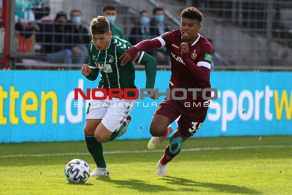 17.10.2020, Dietmar-Scholze-Stadion an der Lohmuehle, Luebeck, GER, 3. Liga, VfB Luebeck vs SG Dynamo Dresden <br /> <br /> im Bild / picture shows <br /> Florian Riedel (VfB Luebeck) im Zweikampf gegen Ransford Königsdörffer/Koenigsdoerffer (SG Dynamo Dresden) <br /> <br /> DFB REGULATIONS PROHIBIT ANY USE OF PHOTOGRAPHS AS IMAGE SEQUENCES AND/OR QUASI-VIDEO.<br /> <br /> Foto © nordphoto / Tauchnitz