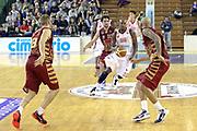 DESCRIZIONE : Milano Lega A 2013-14 Cimberio Varese vs Umana Reyer Venezia <br /> GIOCATORE : Ere Ebi<br /> CATEGORIA : Palleggio<br /> SQUADRA : Cimberio Varese<br /> EVENTO : Campionato Lega A 2013-2014<br /> GARA : Cimberio Varese vs Umana Reyer Venezia<br /> DATA : 27/10/2013<br /> SPORT : Pallacanestro <br /> AUTORE : Agenzia Ciamillo-Castoria/I.Mancini<br /> Galleria : Lega Basket A 2013-2014  <br /> Fotonotizia : Milano Lega A 2013-14 EA7 Cimberio Varese vs Umana Reyer Venezia<br /> Predefinita :